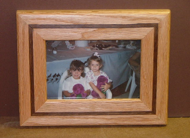 jpg 66948 bytes oak frame walnut inlay 01jpg 70925 bytes